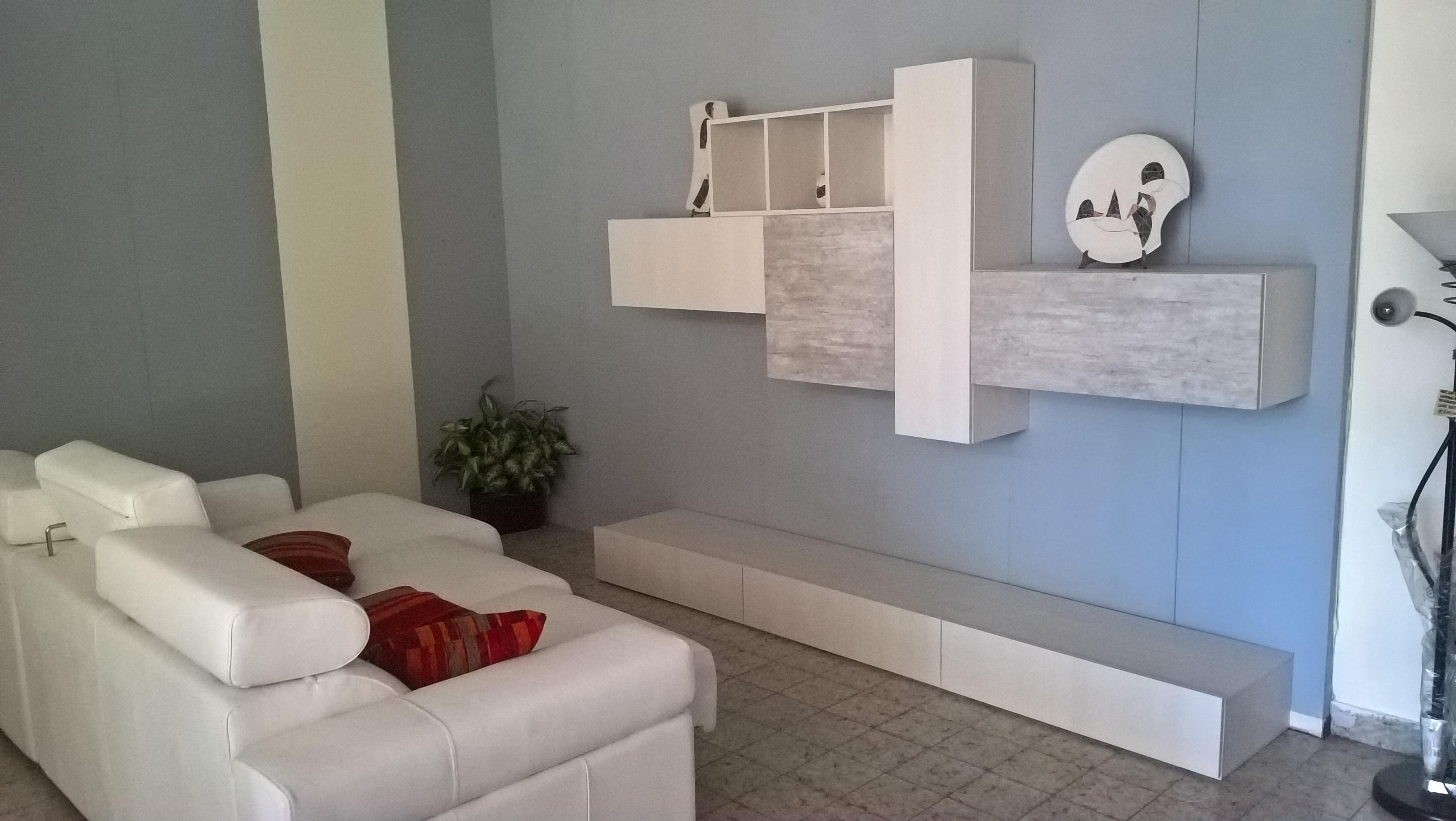 Simple produzione arredamenti su misura with arredamenti casa for Mobili eva arredamenti